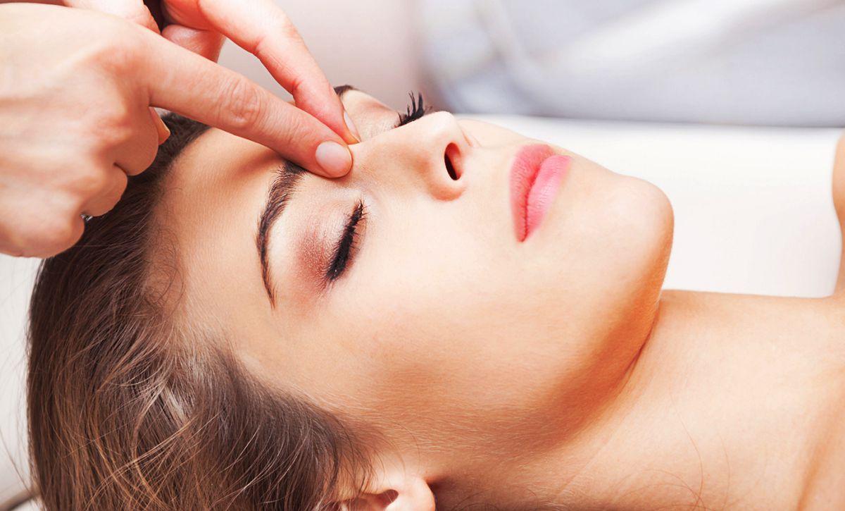 Точечный массаж при насморке для взрослых и детей